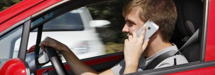 Разговор по телефону за рулём