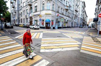 Бабушка на пешеходном переходе