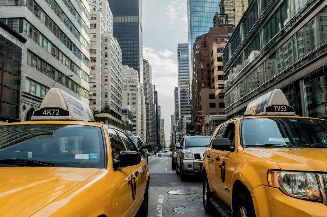 машины в городе