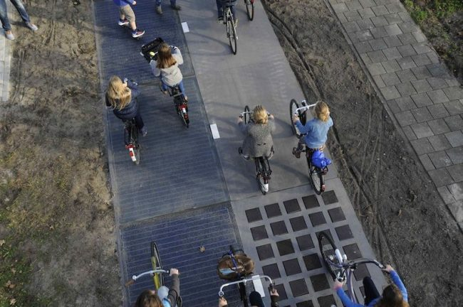 Велосипедная дорога из солнечных панелей в Нидерландах