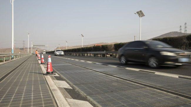 Дорога из солнечных батарей в Китае
