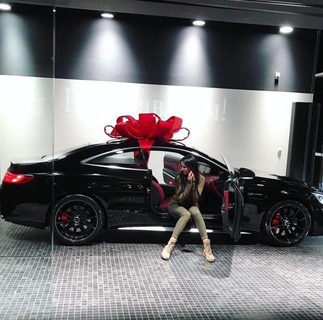 Анастасия Решетова в автомобиле