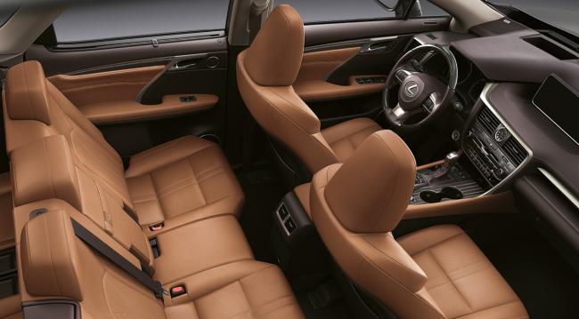 Салон автомобиля Lexus RX350