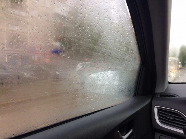 запотевают стекла в машине изнутри