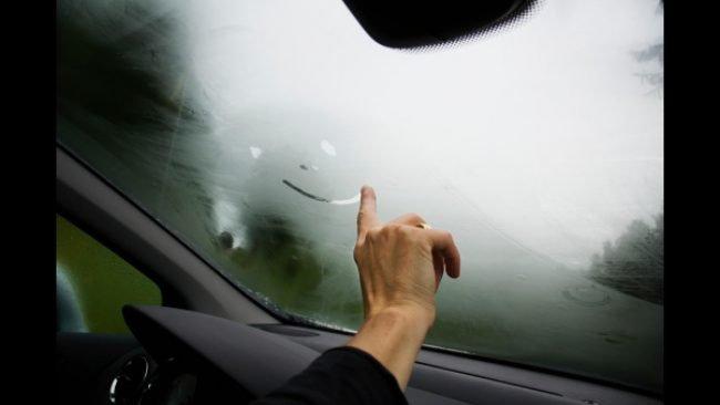 Запотевшие стекла в машине
