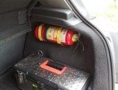 Огнетушитель в багажнике автомобиля
