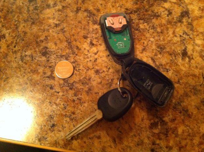 разобранный ключ от брелока сигнализации