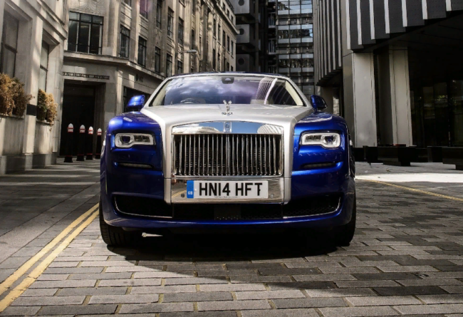 Rolls-Royce Ghost, машина Лысого из Браззерс