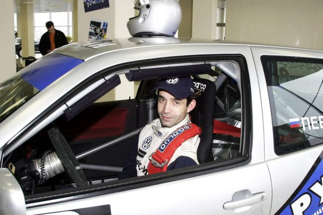 Дмитрий за рулём гоночного авто