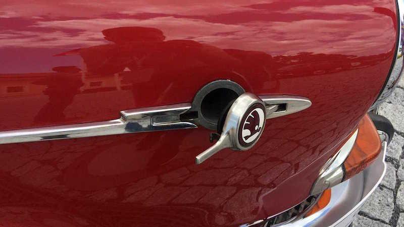 7 автомобилей с самым необычным расположением лючка бензобака